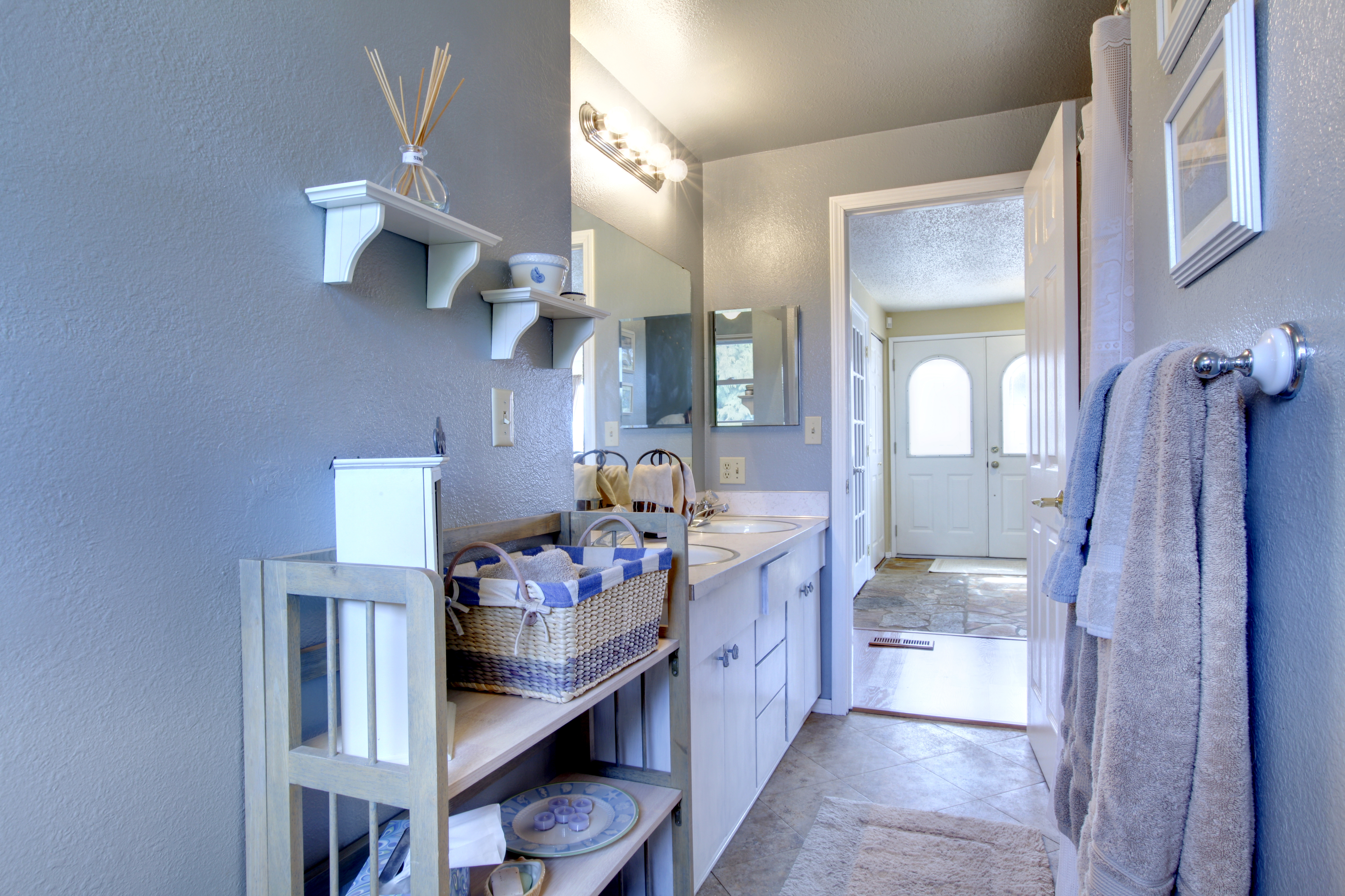 do storage in a stylish way for a small bathroom