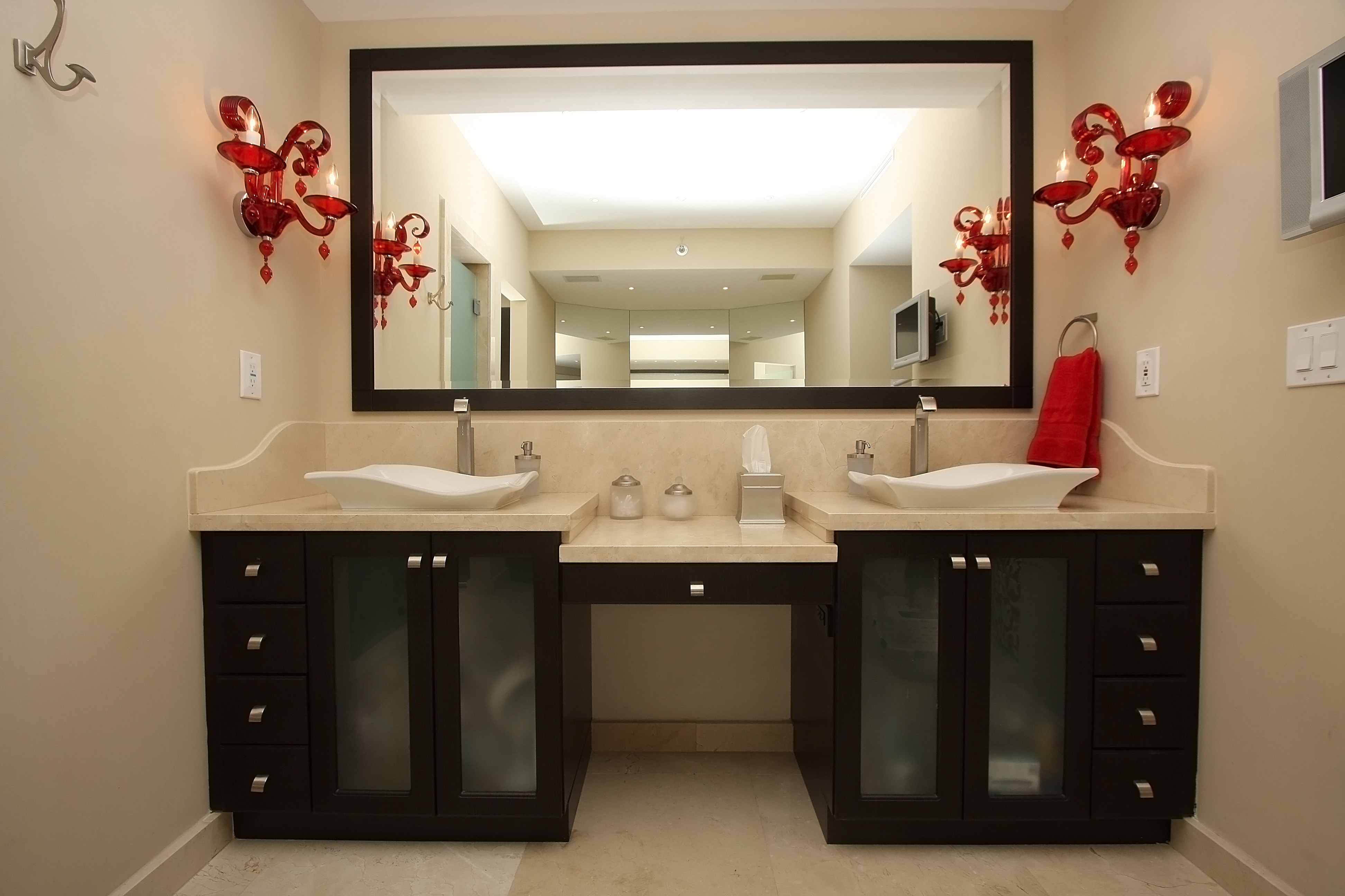Organizing your Bathroom Cabinets and Countertops